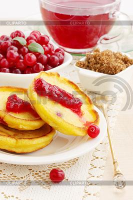 Pancakes with cranberries jam | Foto stockowe wysokiej rozdzielczości |ID 4049455