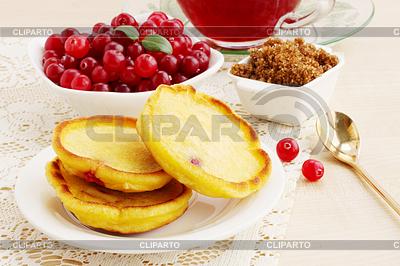 Pfannkuchen mit Preiselbeeren | Foto mit hoher Auflösung |ID 4049844