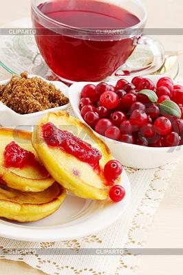 Pfannkuchen mit Hibiscus-Tee | Foto mit hoher Auflösung |ID 4049846